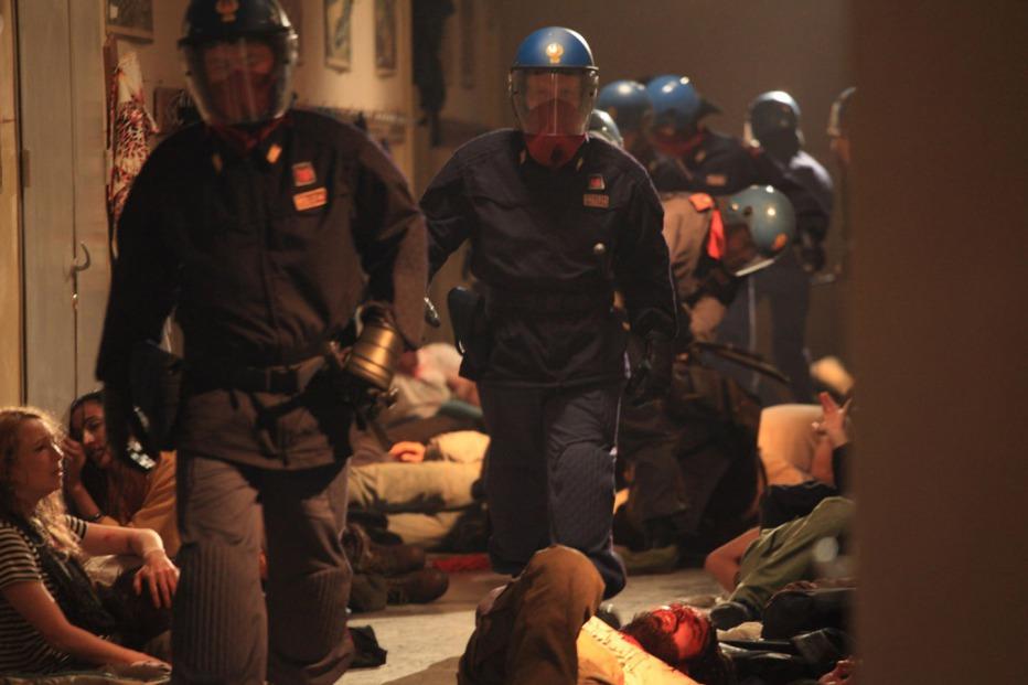 Diaz-Dont-Clean-Up-This-Blood-2012-Daniele-Vicari-07.jpg