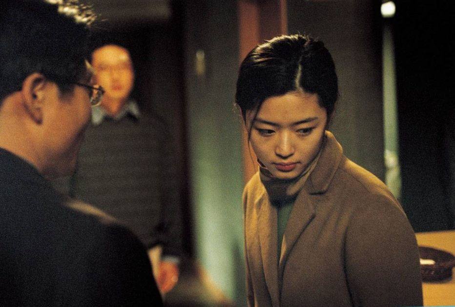 The-Uninvited-2003-4-inyong-shiktak-06.jpg