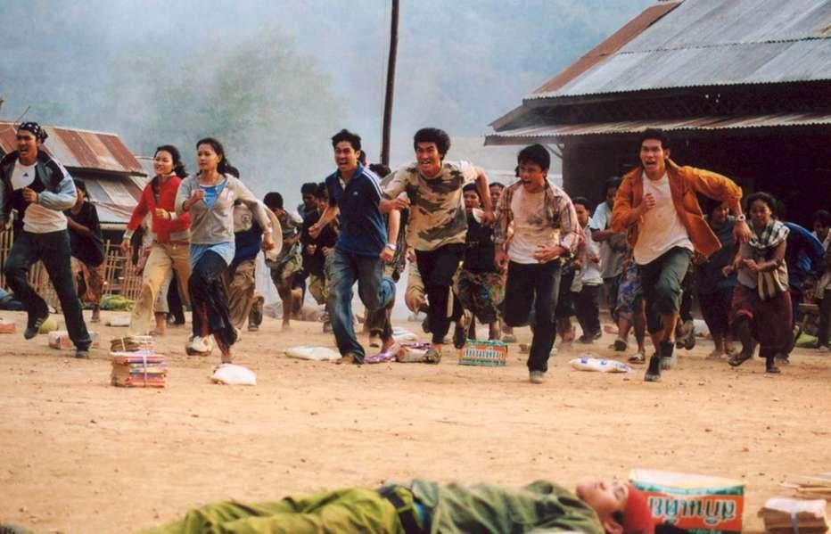 Born-to-Fight-2004-Panna-Ritthikrai-03.jpg