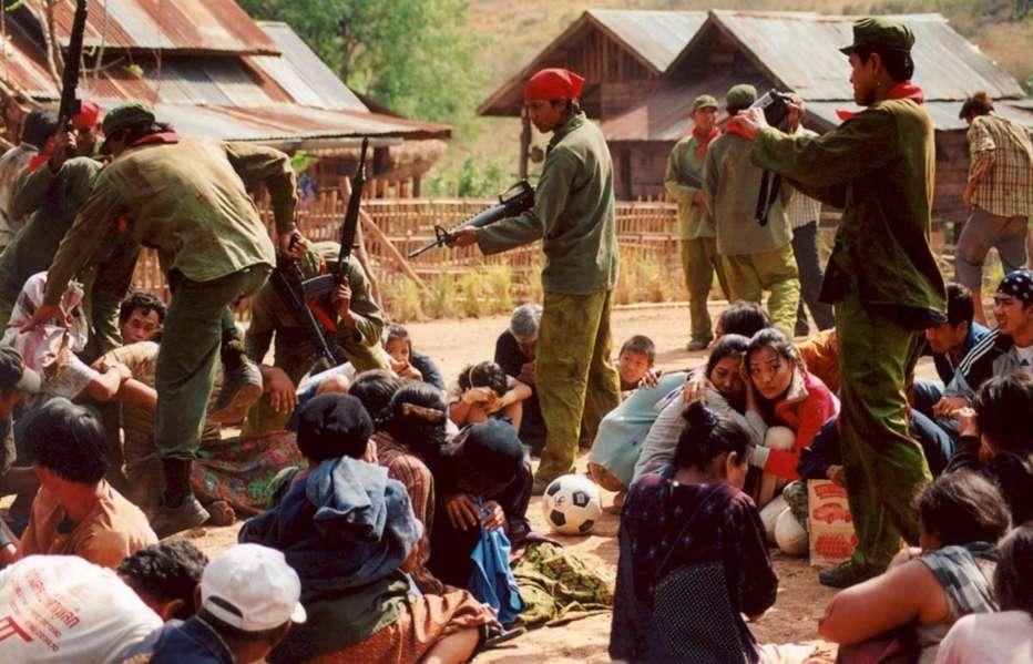 Born-to-Fight-2004-Panna-Ritthikrai-06.jpg