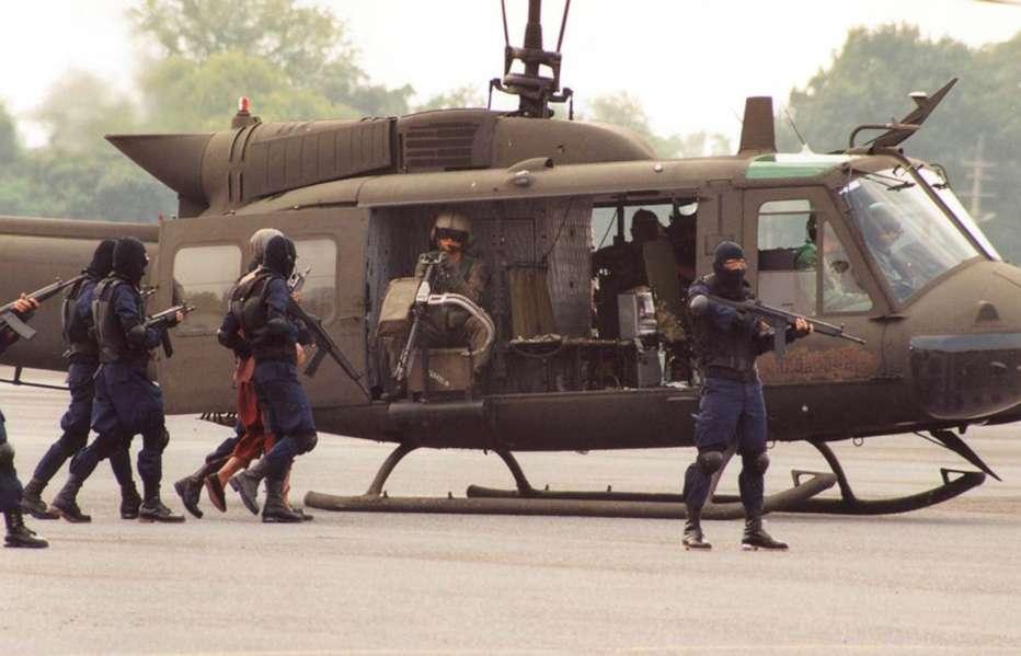 Born-to-Fight-2004-Panna-Ritthikrai-07.jpg