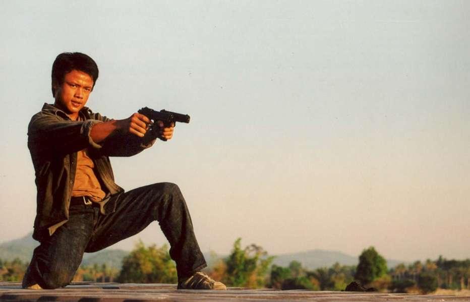 Born-to-Fight-2004-Panna-Ritthikrai-08.jpg