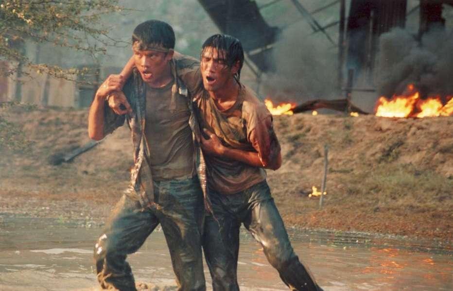 Born-to-Fight-2004-Panna-Ritthikrai-09.jpg