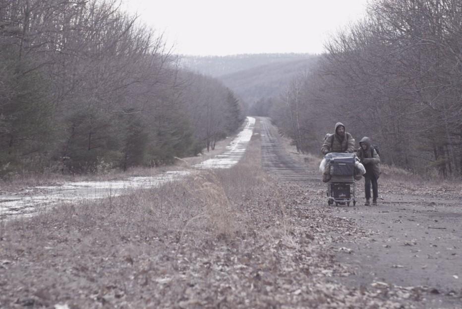 the-road-2009-john-hillcoat-13.jpg