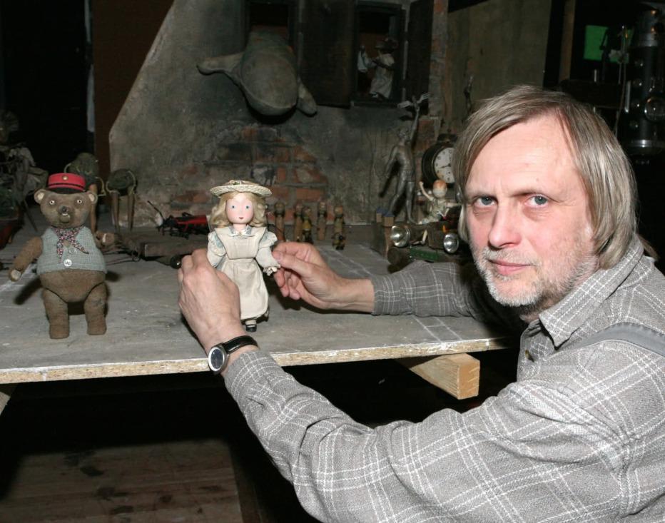 toys-in-the-attic-2009-jiri-barta-23.jpg