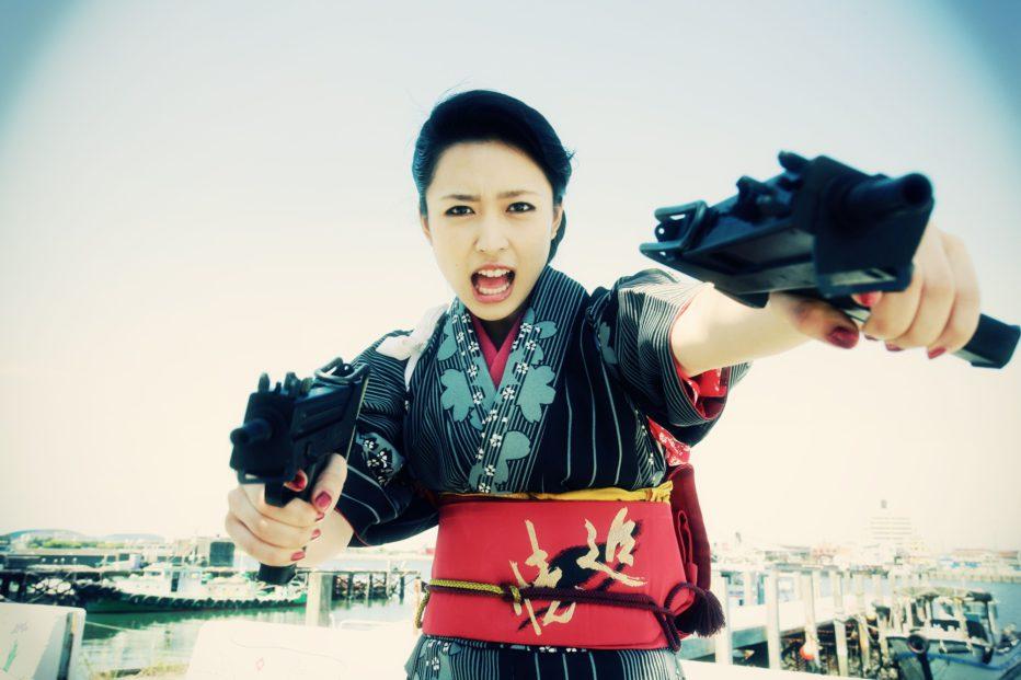 Yakuza-Weapon-2011-Tak-Sakaguchi-Yudai-Yamaguchi-01.jpg