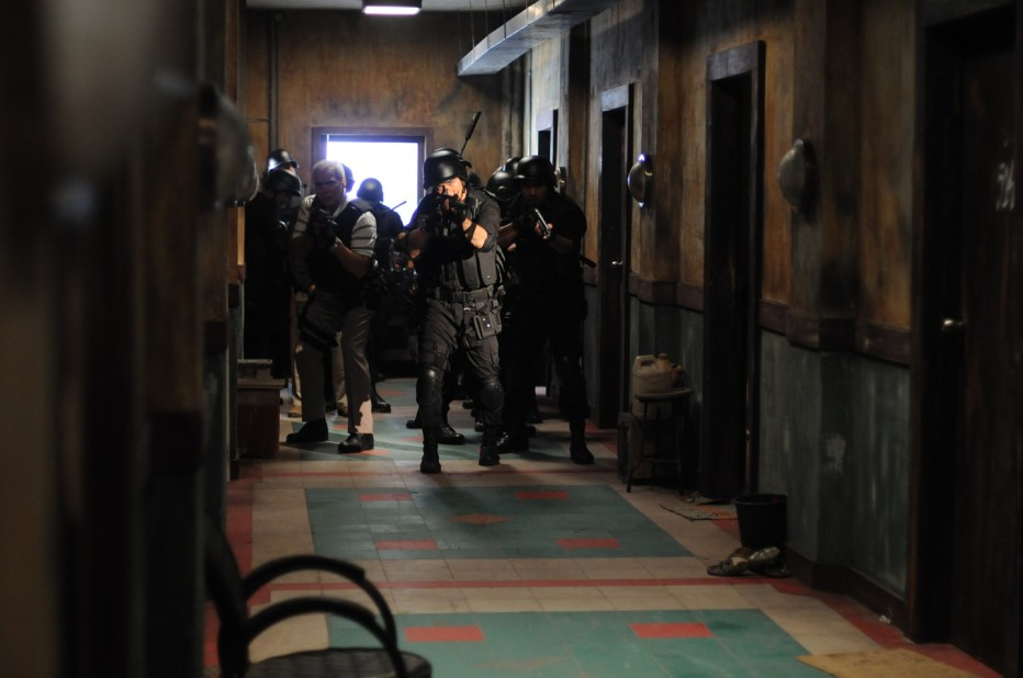 the-raid-2011-gareth-huw-evans-02.jpg