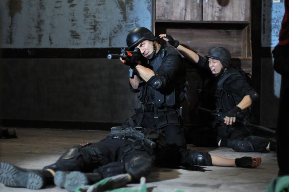 the-raid-2011-gareth-huw-evans-10.jpg