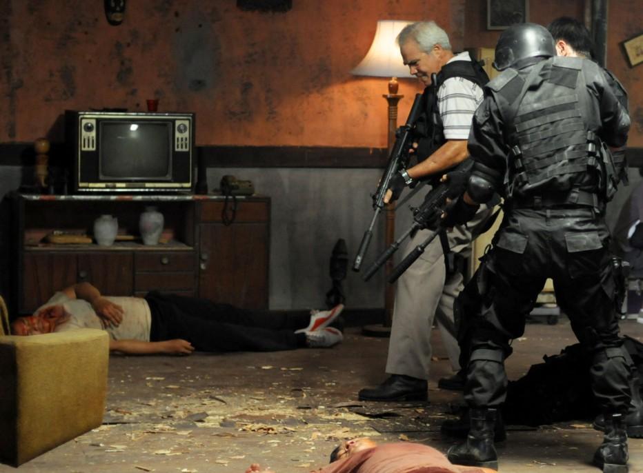 the-raid-2011-gareth-huw-evans-11.jpg