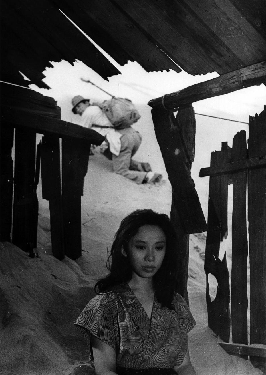 la-donna-di-sabbia-1964-hiroshi-teshigahara-14.jpg