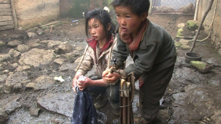 Le-tre-sorelle-2012-Wang-Bing-003.jpg