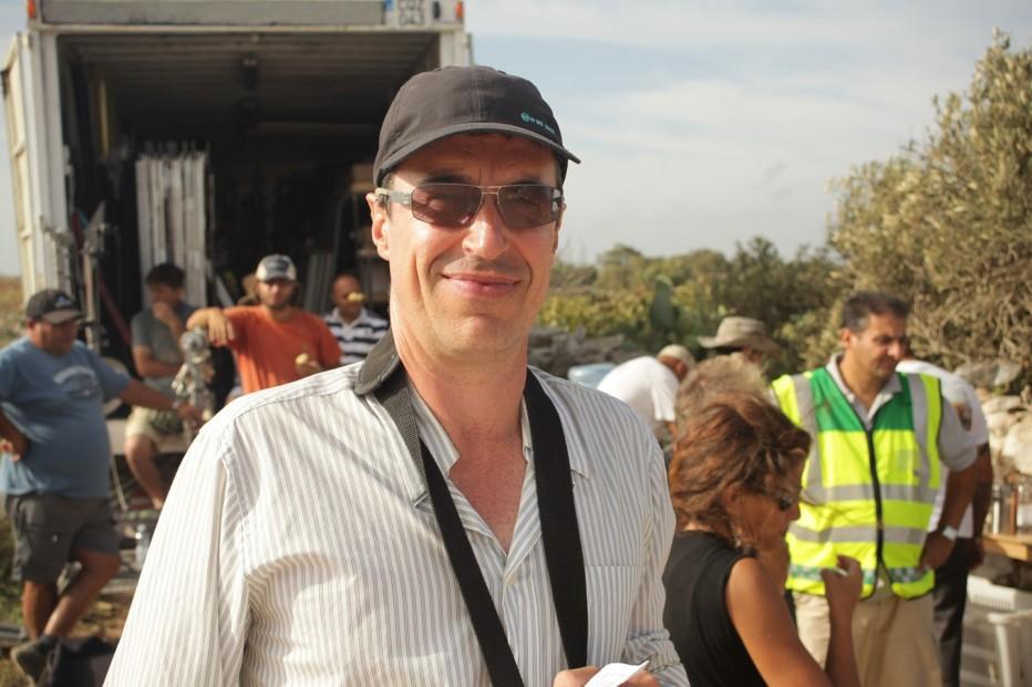 un-insolito-naufrago-nellinquieto-mare-doriente-2011-Sylvain-Estibal-011.jpg