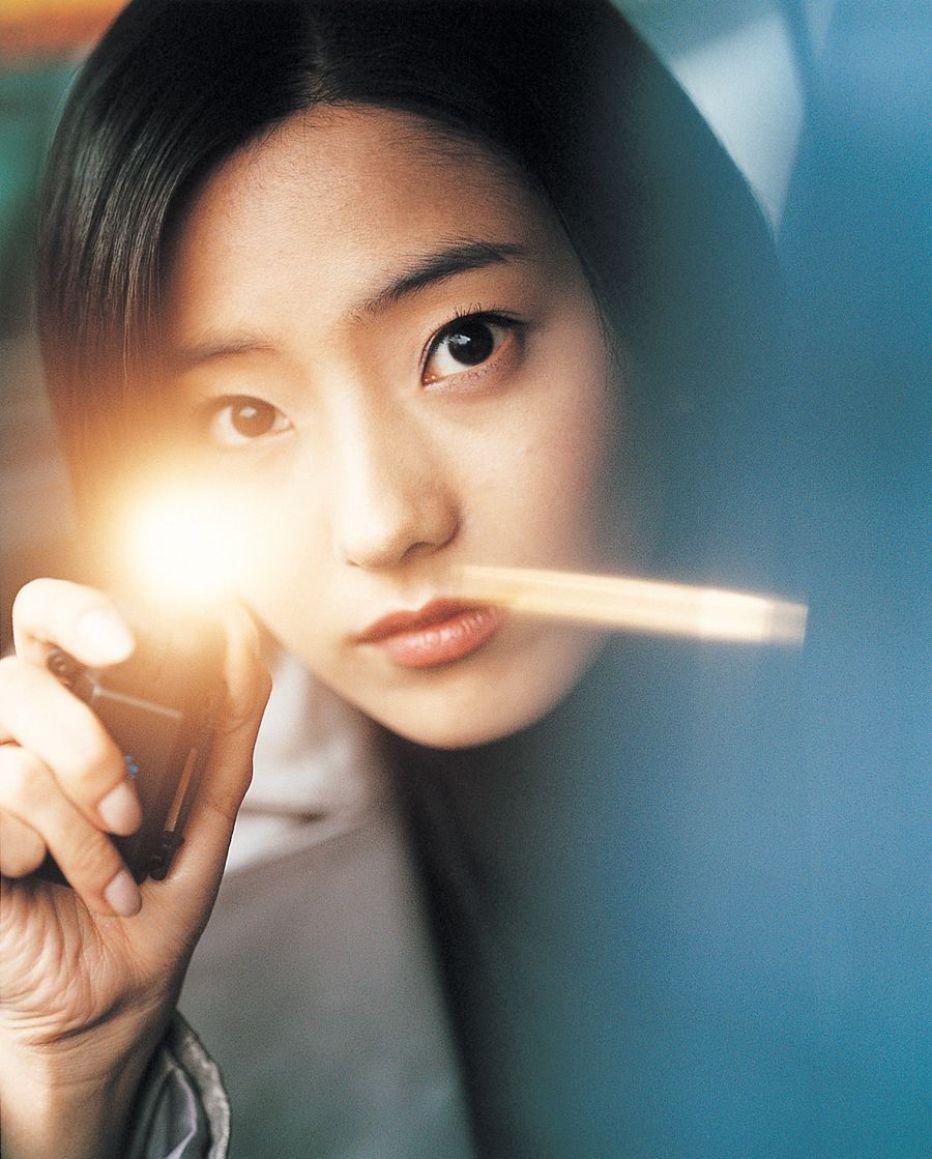 Wild-Card-2003-Kim-Yoo-jin-02.jpg