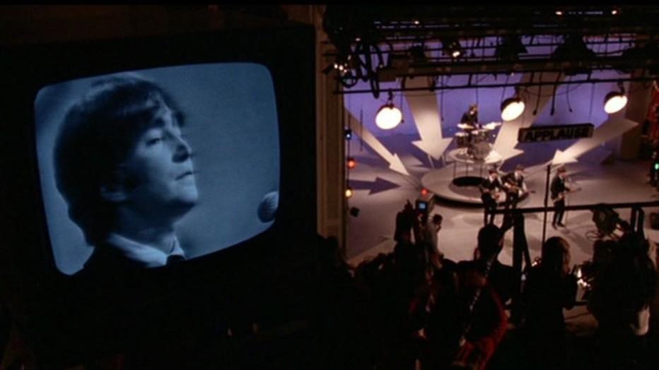 1964-allarme-a-New-York-arrivano-i-Beatles-1978-robert-zemeckis-09.jpg