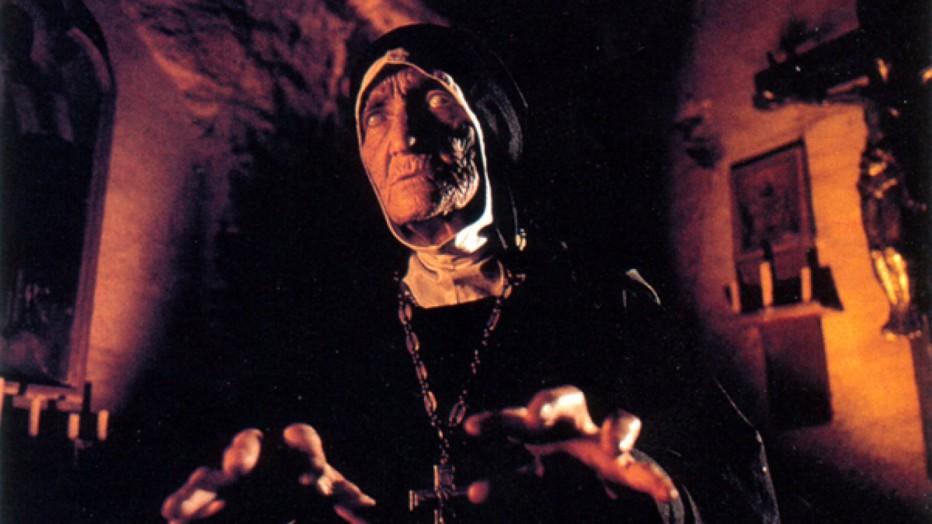 dark-waters-1994-mariano-baino-01.jpg