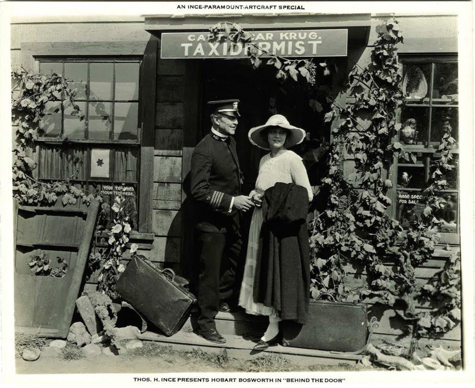 behind-the-door-1919-Irvin-Willat-002.jpg