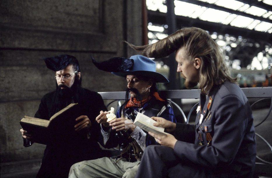 leningrad-cowboys-meet-moses-1994-aki-kaurismaki-02.jpg