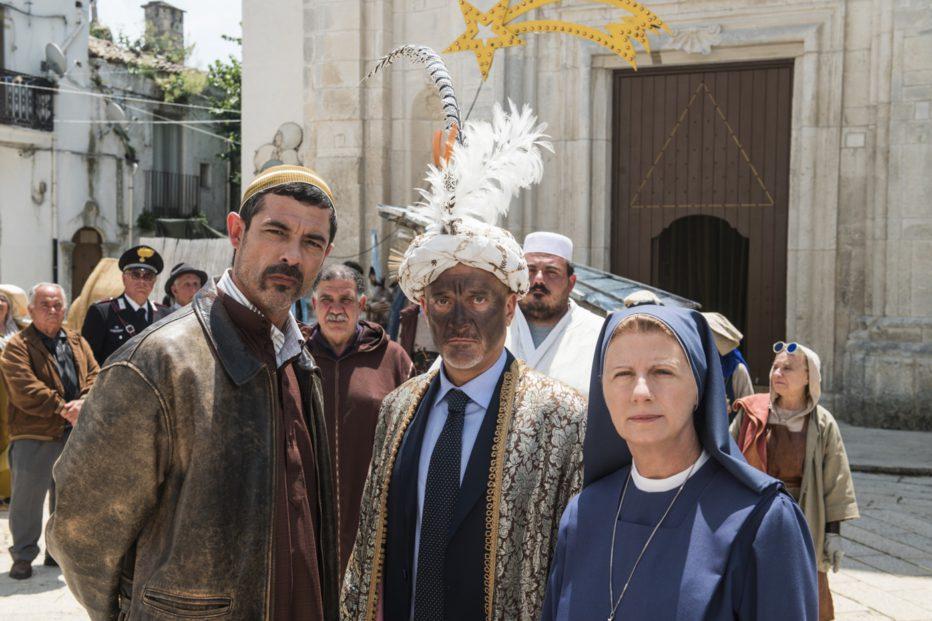 non-c-e-piu-religione-2016-luca-miniero-024.jpg