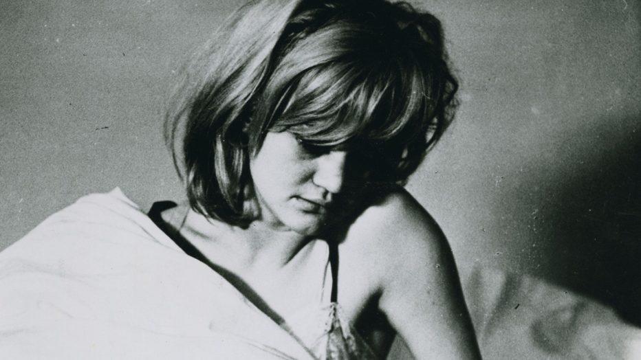 gli-amori-di-una-bionda-1965-milos-forman-02.jpg