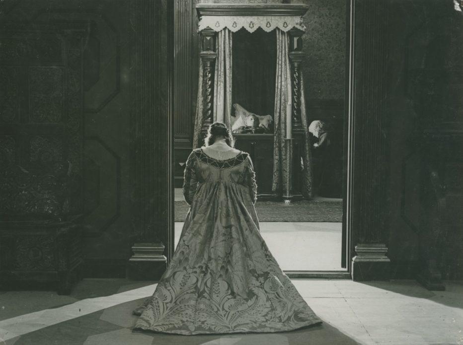 love-s-crucible-1922-Victor-Sjöström-4.jpg