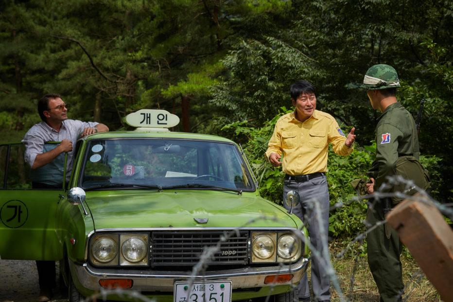 A-Taxi-Driver-2017-Jang-Hun-09.jpg
