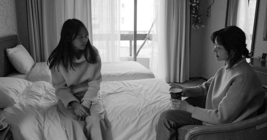 Hotel-by-the-River-2018-Hong-Sangsoo-004.jpg