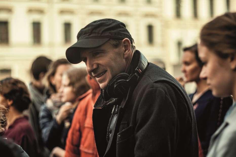 The-White-Crow-2018-Ralph-Fiennes-001.jpg