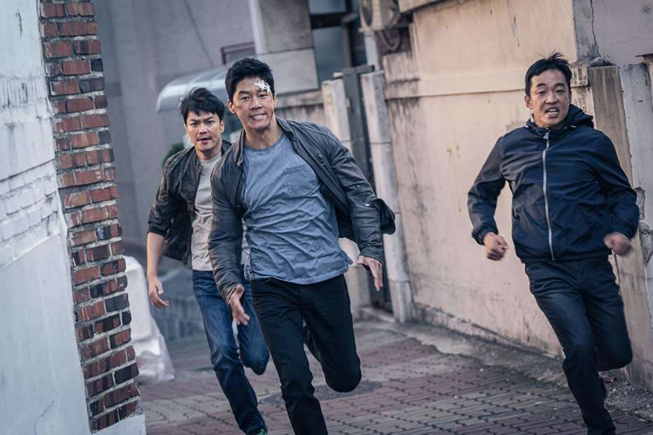 The-Gangster-the-Cop-the-Devil-2019-Lee-Won-tae-05.jpg